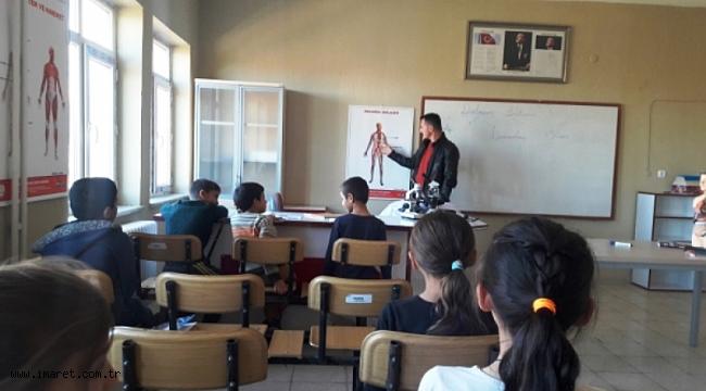 Kızılyaka İlkokulu 4/A sınıfı Fen Bilimleri dersi ´´Kanın Vücutta Dolaşımı´´ konusunu fen laboratuvarında...