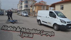 Minibüs İle Motosiklet Çarpıştı 1 Yaralı