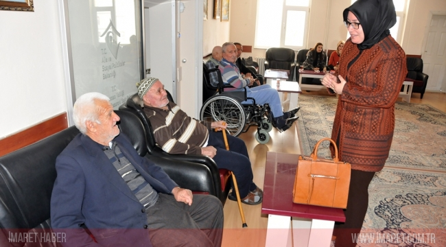 Zehra Meral'den Huzurevine Sürpriz Ziyaret