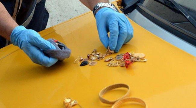 Dolandırıcının çorabından 60 bin liralık altın çıktı