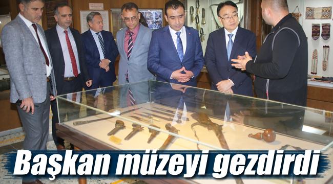 Başkan Kore'li müsteşara müzeyi gezdirdi