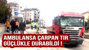 Ambulansa Çarpan Tır Güçlükle Durabildi !