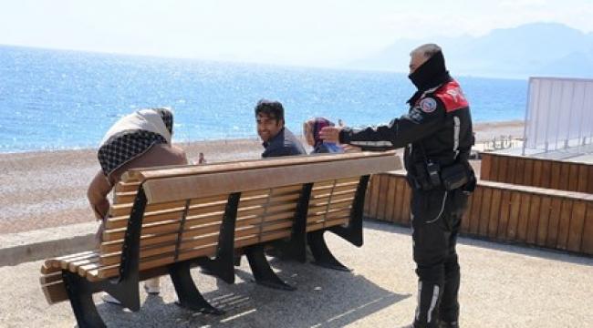 Konyaaltında Virüs Tehlikesine Karşı Polislerden Uyarı Çoğaldı