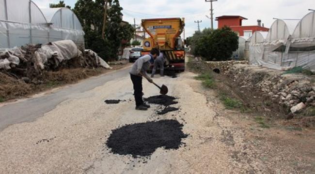 Kumluca'da yol bakım, onarım ve yama çalışması yapıldı