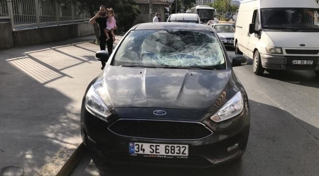 Otomobilin çarptığı yaşlı adamın yakınları ortalığı ayağa kaldırdı