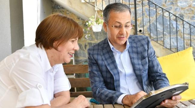 Vali Yerlikaya İlkokulu Öğretmeni Hayriye Bağcı'yı ziyaret etti