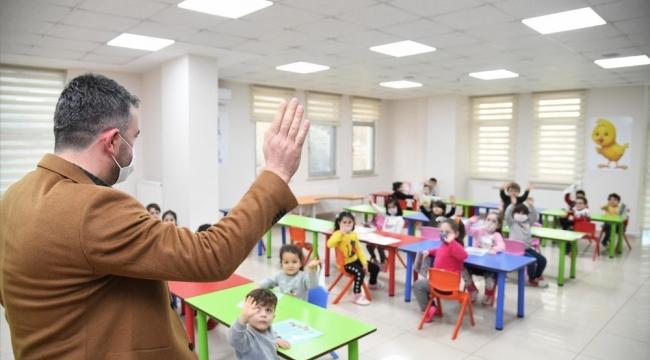 Başkan Ertuğrul Çetin, minik öğrencilerin karne heyecanına ortak oldu