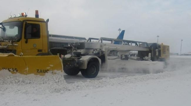DHMİ'den havalimanlarında 700 personelle karla mücadele