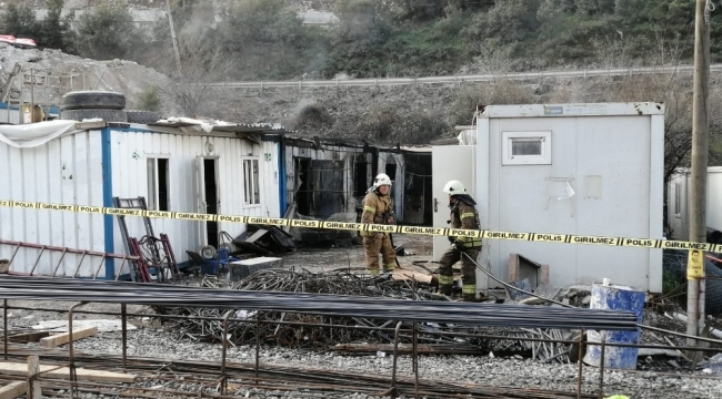 Finans merkezinde işçilerin kaldığı konteynerler yandı