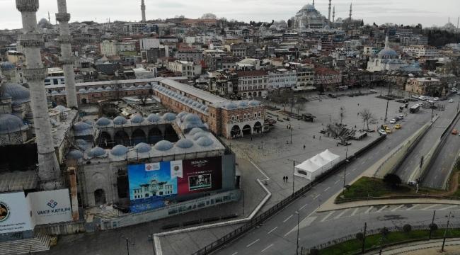 İstanbul'da yollar ve meydanlarda sessizlik hakim