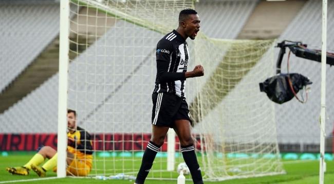 Mensah'ın dördüncü gol sevinci