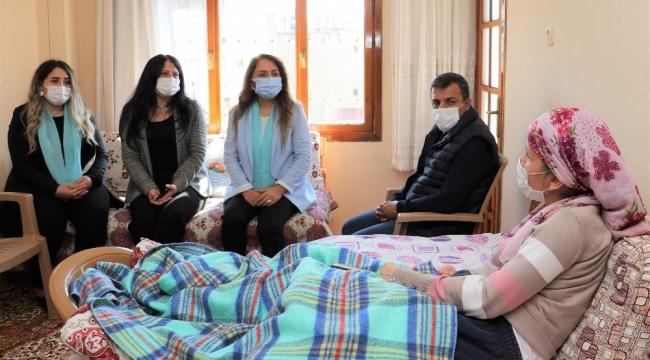 Başkan Yılmaz'dan, felçli Kestaneoğlu'na 8 Mart hediyesi