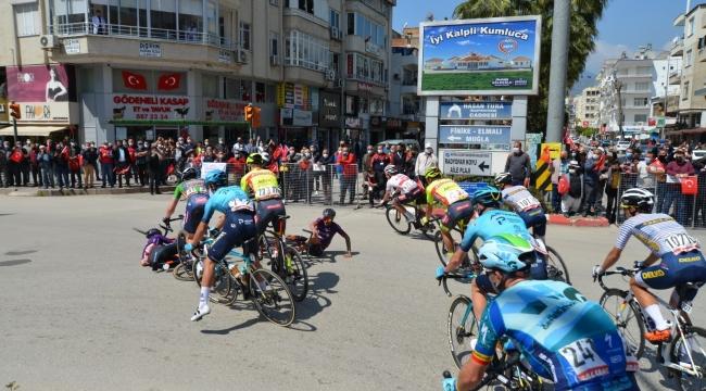 56. Cumhurbaşkanlığı Türkiye Bisiklet Turu'nda kaza ucuz atlatıldı