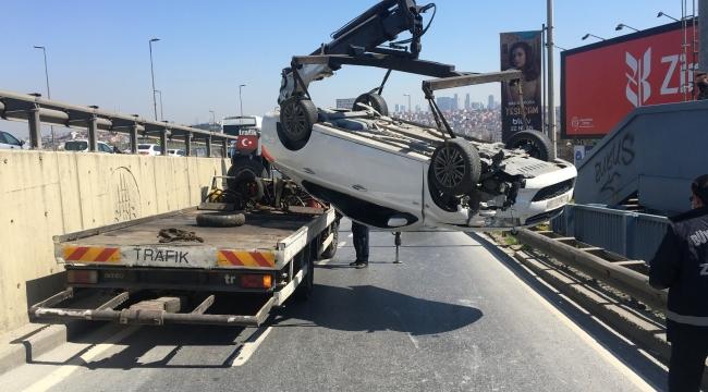 Ayvansaray'da kaldırıma çarpan araç takla attı