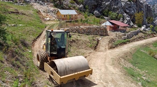 Alanya kırsalında heyelandan kapanan yol trafiğe açıldı