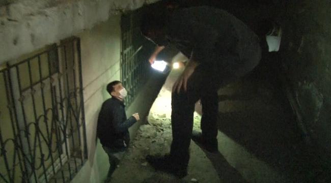 Bağcılar'da kumar baskın: Polisten kaçmak için kömürlüğe saklandı