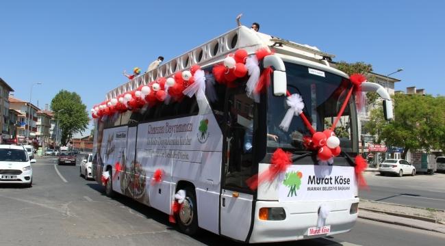 Mamak Belediyesi, bayram kutlamalarını vatandaşların ayağına götürdü