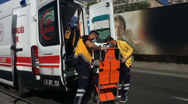 Tekerleği patlayan araca çarptı: 2 yaralı