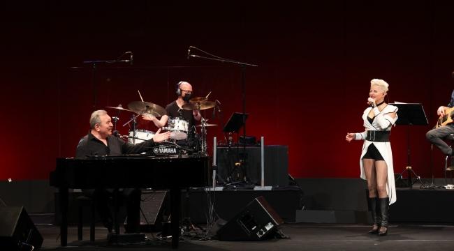 Ümit Besen'den İş Sanat sahnesinde bayrama özel konser