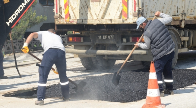 Bozüyük'te bölgesel asfalt yenileme çalışmaları sürüyor