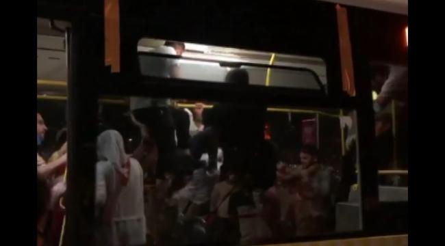 Üsküdar'da otobüste tekmelerin havada uçuştuğu maske takma kavgası kamerada