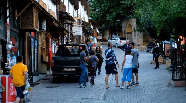 Dünya Geçici Miras Listesi'ne alınan Kemaliye, yaz aylarında ilçe nüfusunun 10 katı ziyaretçi ağırlıyor